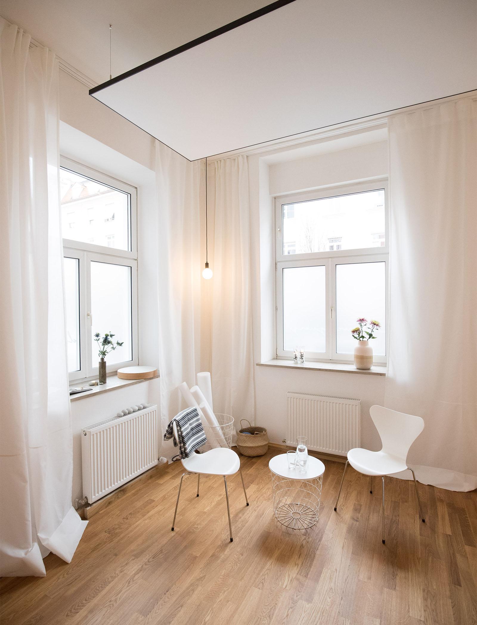 Studio Ygia, München, Raum mit Stühlen für Coaching/spiritwork